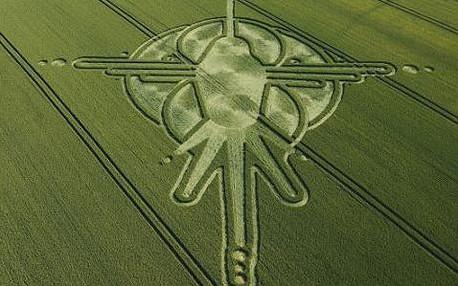 Field Eco Art - Giant hummingbird crop circle