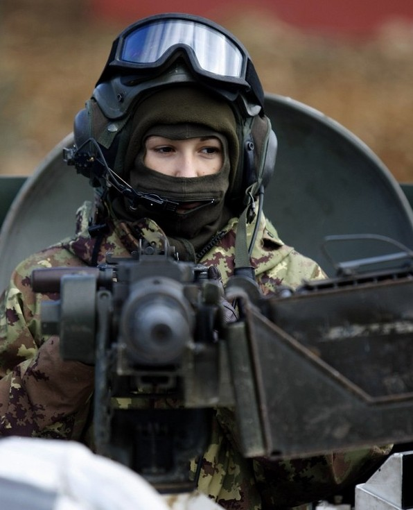Italian female soldier in UNIFIL.