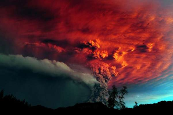 The Puyehue volcano in southern Chile erupted for the first time in a half-century, scorching the sky with its ash. According to the National Service of Geology and Mining, the blast produced a column of gas 6 miles (10 km) high. Some 3,500 people were evacuated.