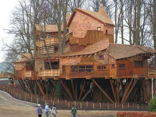 biggest treehouse in the world 2015
