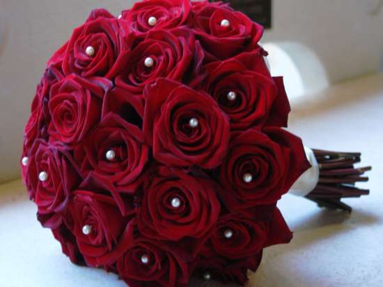 well_set_red_roses