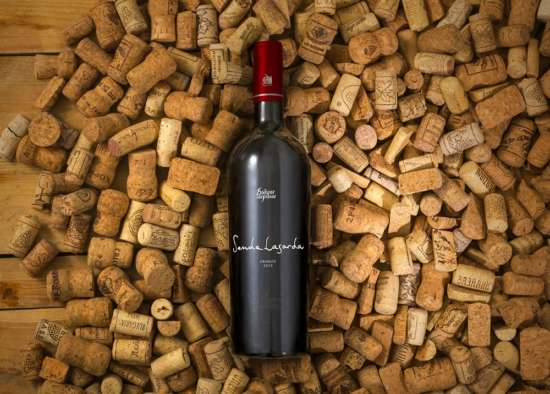 wine_bottle_and_corks_mockup
