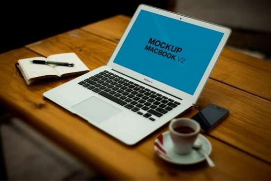 macbook_on_table_mockup