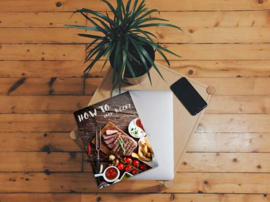 magazine_on_table_mockup