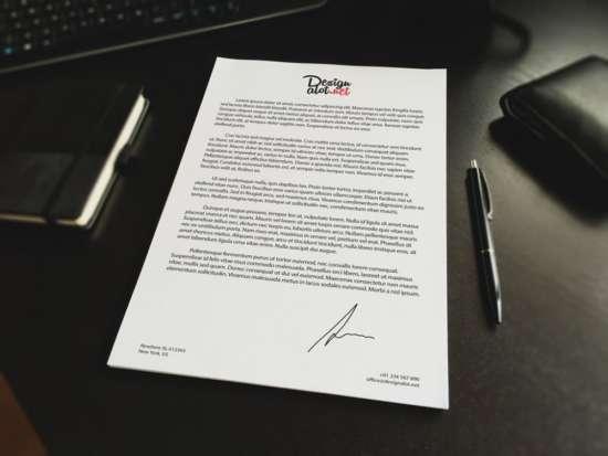 a4_letter_on_desk_mockup